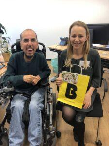 Auch BIZEPS war zu Besuch und hat ein kleines Präsent mitgebracht. Markus Ladstätter und Christine Steger.