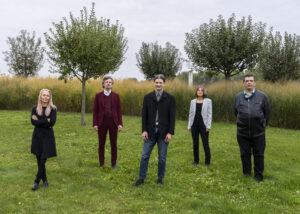 Gruppenbild der Vortragenden. Von links nach rechts: Christine Steger, Stefan Prochazka, Lukas Huber, Petra Derler und Erich Girlek.